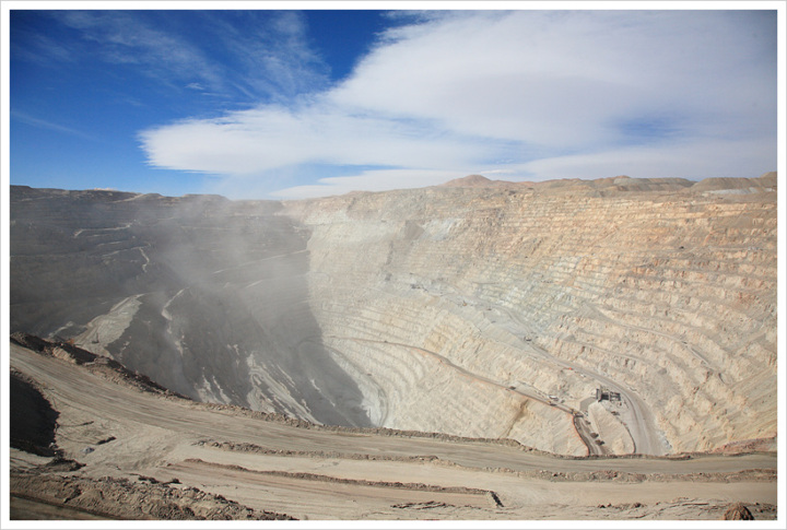 [칠레] 세계 최대 노천 구리광산 - 추키카마타 광산