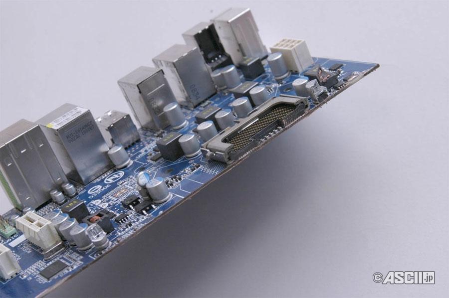 LGA775 보드의 잘린 단면