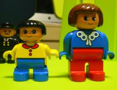 LEGO와 Playmobil의 차이