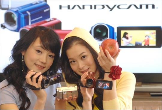 소니코리아, 3색 컬러의 깜찍한 실속형 핸디캠 1종과 최정상 영상기술의 풀HD 핸디캠 2종 출시
